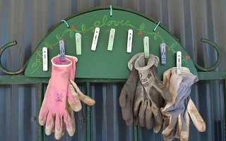 Садовая вешалка для перчаток и рабочей одежды. Полезная самоделка для дачи