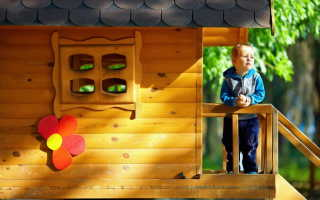 Строительство игрового домика для детей на даче своими руками