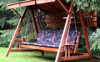 Делаем деревянные садовые качели с крышей своими руками