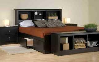Функциональная кровать с полками у изголовья и выдвижными ящиками