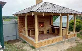 Беседка с барбекю под одной крышей на любимой даче