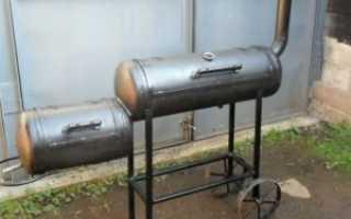 Стационарная коптильня и мангал в одном из двух газовых баллонов своими руками
